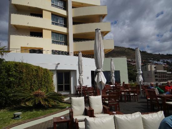 Madeira Regency Cliff: hotel from garden deck
