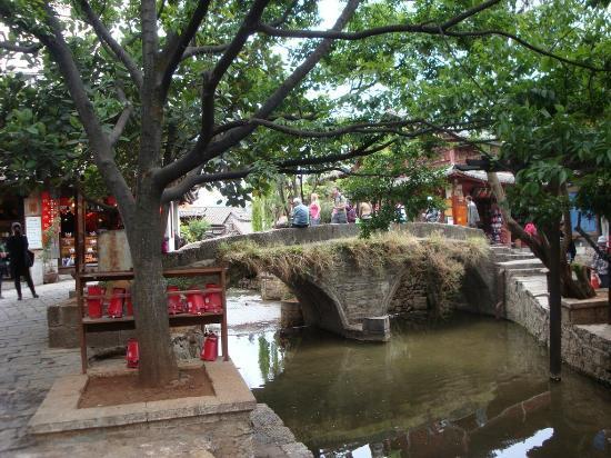 Tour around Yunnan Province: Bridge in Lijiang