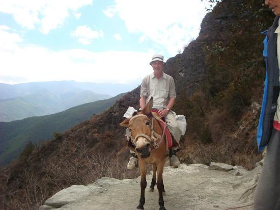 Tour around Yunnan Province: The only way to travel, top of the 28 bend section, TLG