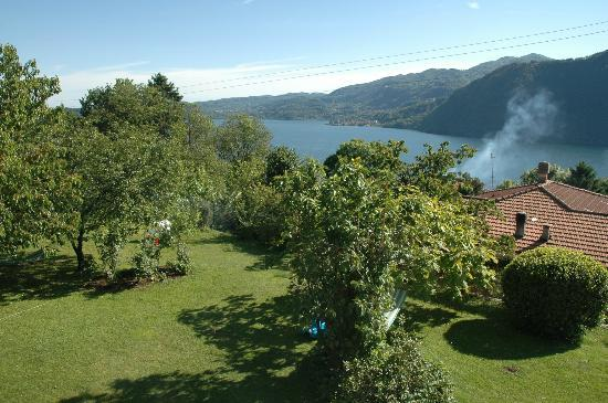 Pettenasco, İtalya: the Garden and the view on the lake