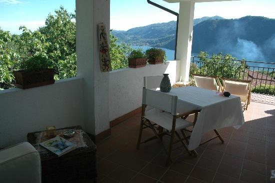 Pettenasco, Italia: View on the lake from the private terrace