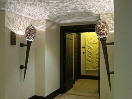Shangri-La Hotel, Qaryat Al Beri, Abu Dhabi: 客室入口