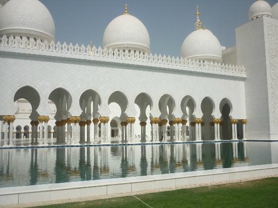 جامع الشيخ زايد الكبير: the beautiful surroundings