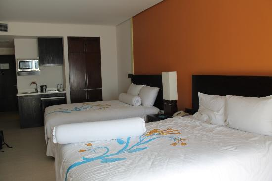 ‪‪Thunderbird Resorts Poro Point‬: room‬