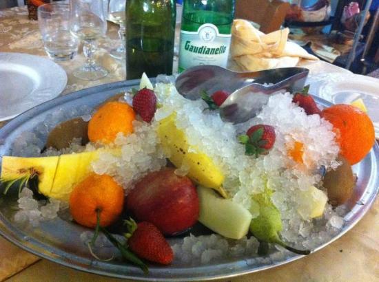 Oliveto Citra, Italy: frutta