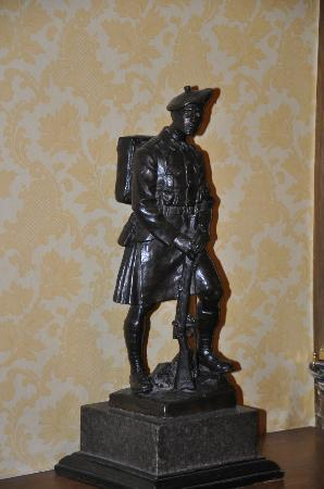 The Royal Scots Club: Royal Scotsman statue