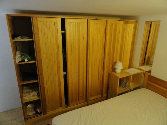 Firstapartments Inn City Center: Bedroom - upper (wardrobe)