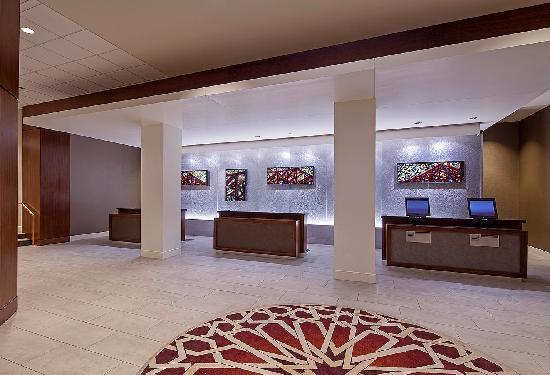 Hyatt Regency Louisville: Front Desk