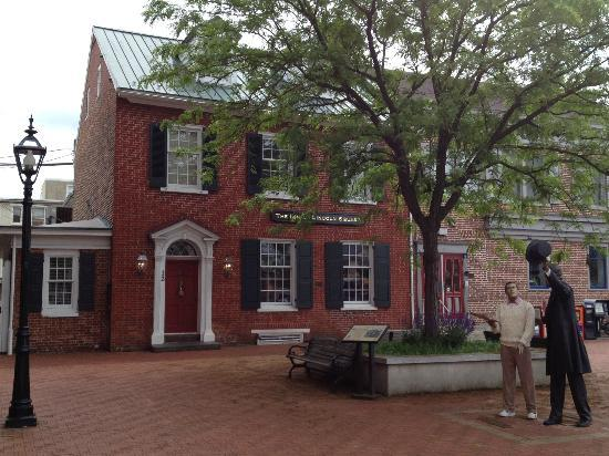 Inn at Lincoln Square: The front of the Inn