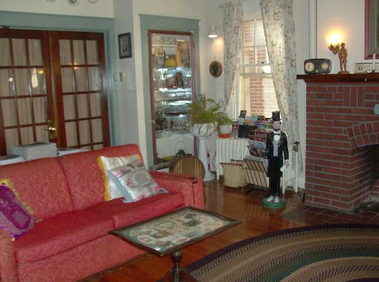 A Sentimental Journey Bed and Breakfast: Front room when you enter the house. The parlor.