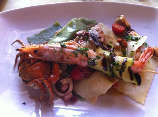Trattoria Pizzeria Dona Isabel: ravioli aperti ai frutti di mare