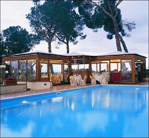 Relais Villa Petrischio: la piscina - swimmingpool