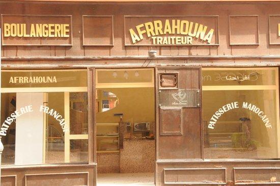 Les Trois Palmiers: Boulangerie nearby