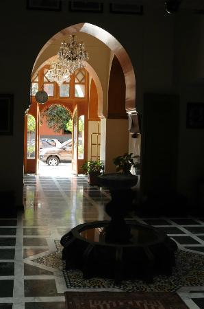 Les Trois Palmiers: Hotel Foyer