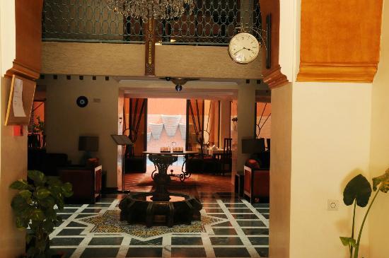 Les Trois Palmiers: Hotel reception
