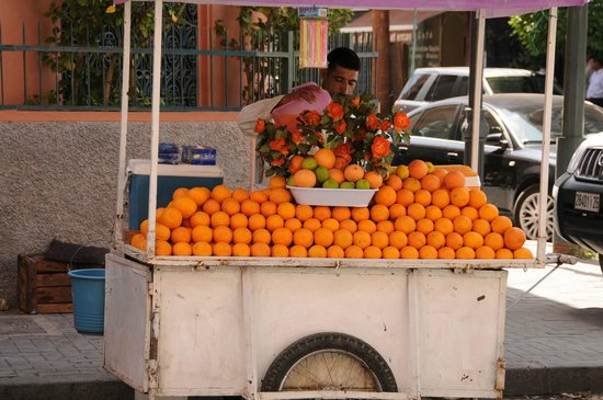 Les Trois Palmiers: Orange juice street seller
