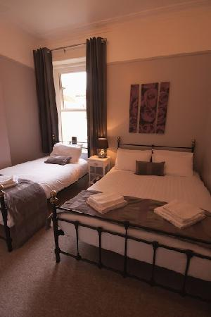 The Hedley Townhouse: Triple room - one double and one single bed