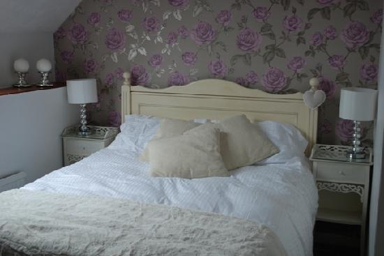 Stoneleigh Barn: Thecomfortable  Rose room