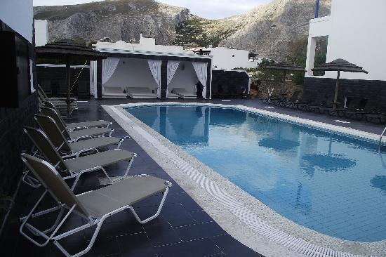 โรงแรมแอนนีโมนี: pool area
