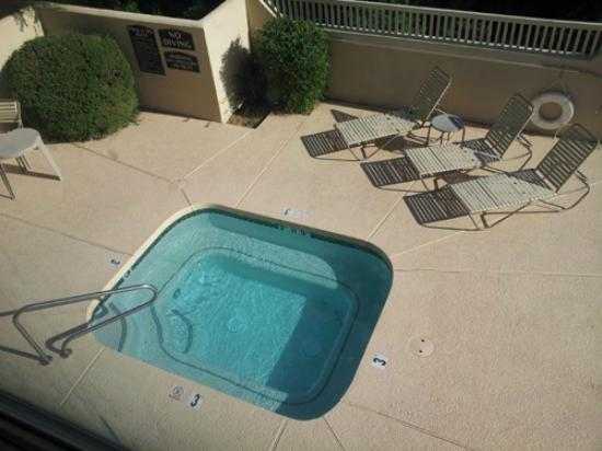 Comfort Suites Phoenix North : Not big, but nice for a dip