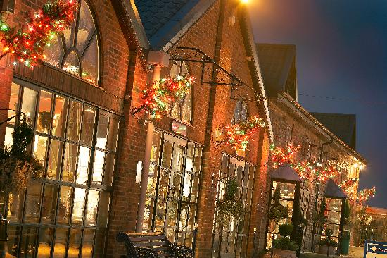 Denby Pottery Factory: The Visitor Centre courtyard lit up at Christmas