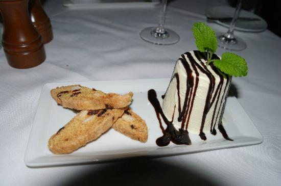 Viamede Resort: Great dessert!