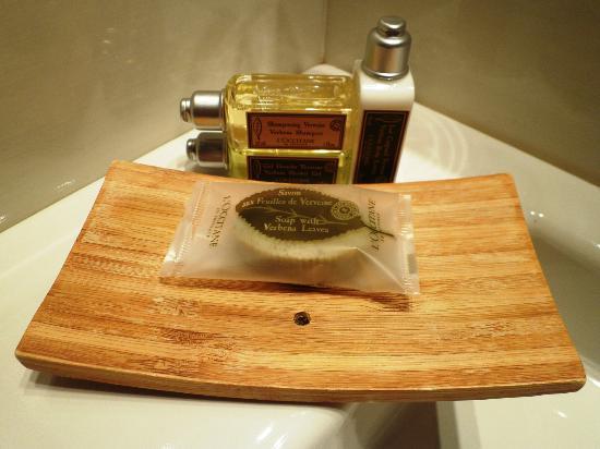Carmen Hotel : Jabones baño