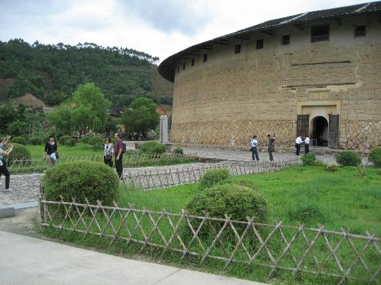 Hua'an Tulou Museum: The biggest tulou