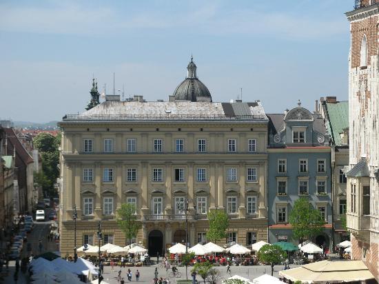 Venetian House Aparthotel: Main Square