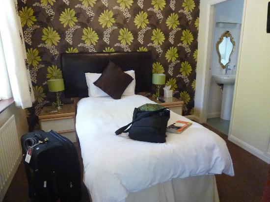 Sandown Guest House: single room