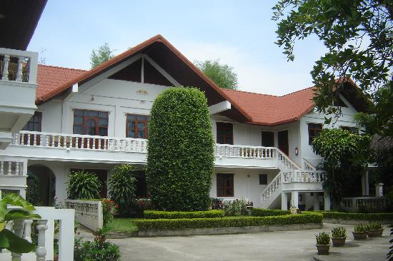 Golden Cupids Hotel: Front look