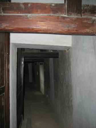 Eryi Tower: the long circular corridor