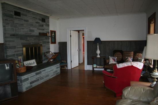 Black Creek Farmhouse Inn: the living room