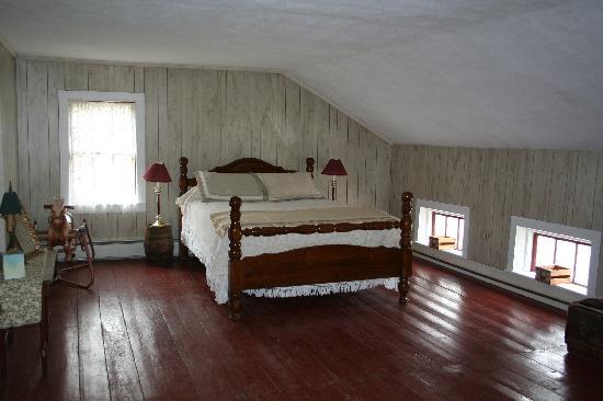 Black Creek Farmhouse Inn: Granpa Clough's bunkroom