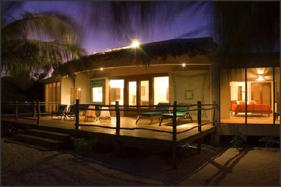 La Perla Del Caribe: Villa Emerald exterior at night
