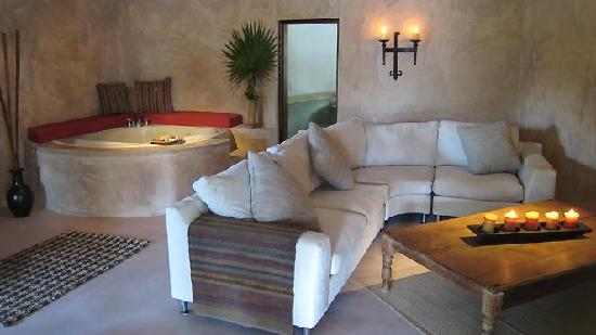 La Perla Del Caribe: Villa Topaz Family room with Jacuzzi Tub