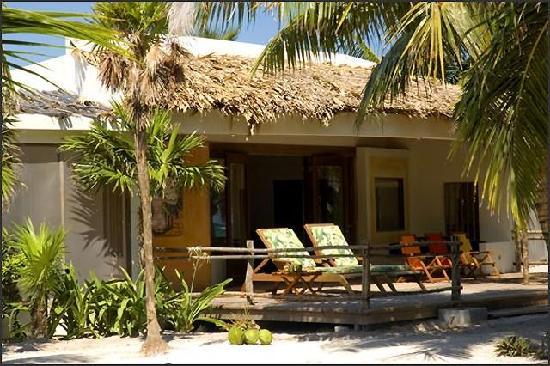 La Perla Del Caribe: Villa Sapphire exterior Day