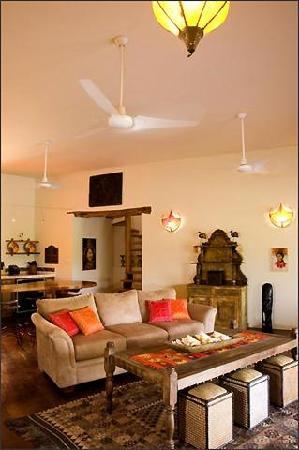 La Perla Del Caribe: Amethyst Living room