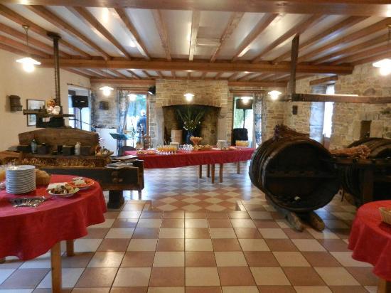 Auberge Ferme de Bunehou: Salle