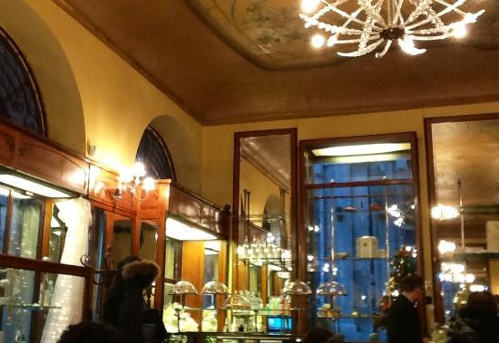 Caffè Meletti : interni del Meletti (Ascoli)