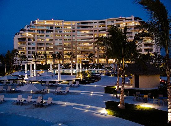 Delcanto Beach Resort: The resort by night.