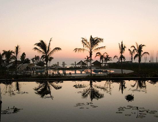 Delcanto Beach Resort: Pool at sunset