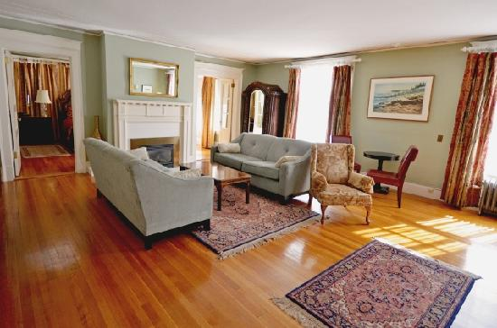 Gateways Inn: ultimate luxury, the Miranda suite