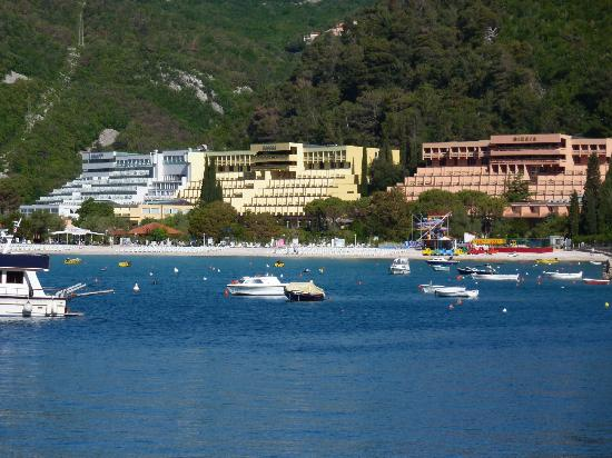 Rabac, Kroatien: the 3 hotels together, hedera in middle