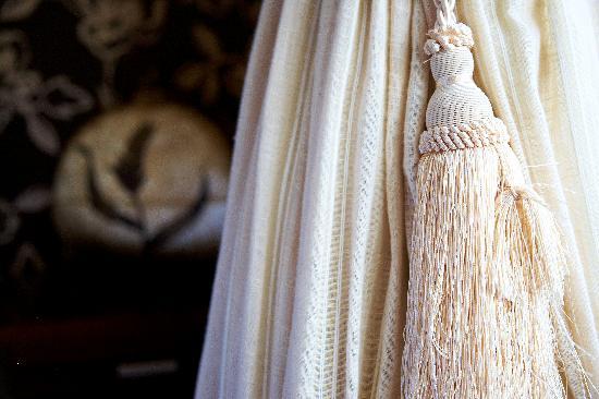 Ardeen B&B: Room 2 Curtain Detail