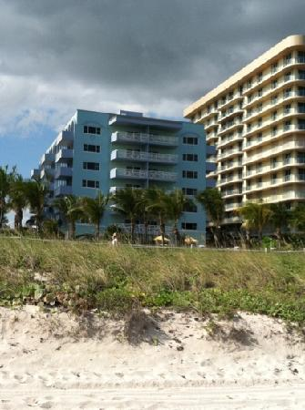 Solara Surfside Resort: solara from beach