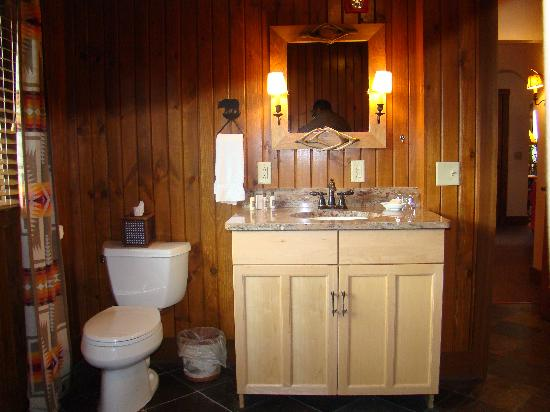 Finger Lakes Lodging: The Finger Lakes Suite Bathroom