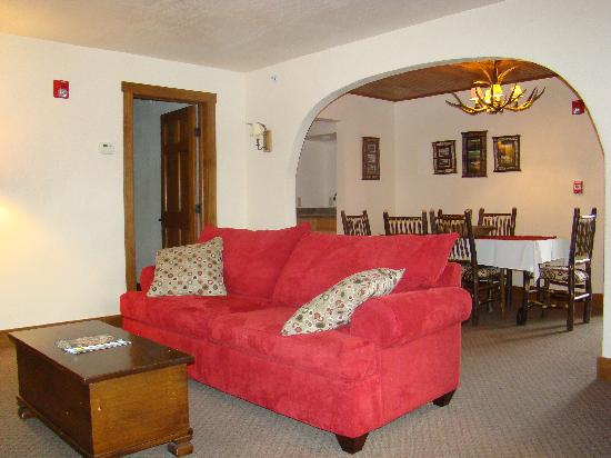 Finger Lakes Lodging : The Adirondack Suite Living Room