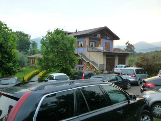 Il Cucchiaio di Legno: It is packed with cars due to a big Birthday party.