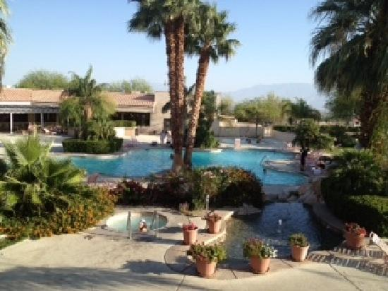 Miracle Springs Resort and Spa: Desert Hot Springs Pool view from room 205